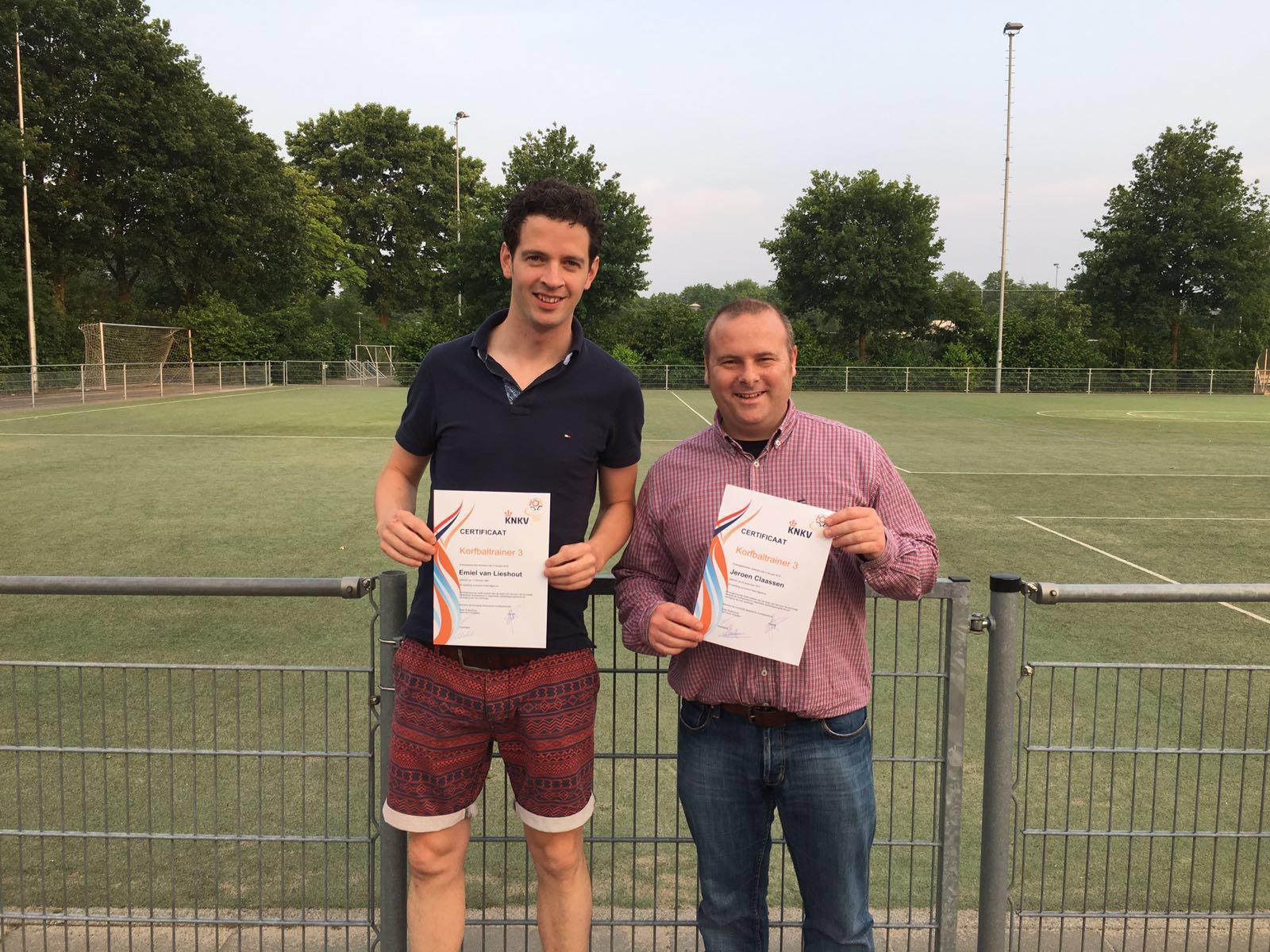 Twee OEC-trainers Ontvangen KT3 Diploma