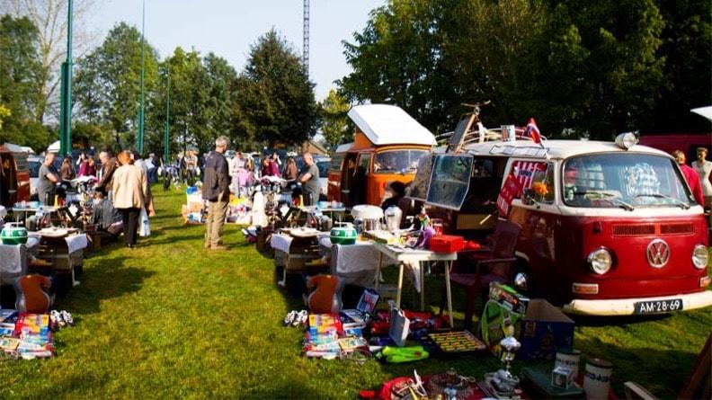 Oeckorfbal-vrijwilligers-rommelmarkt